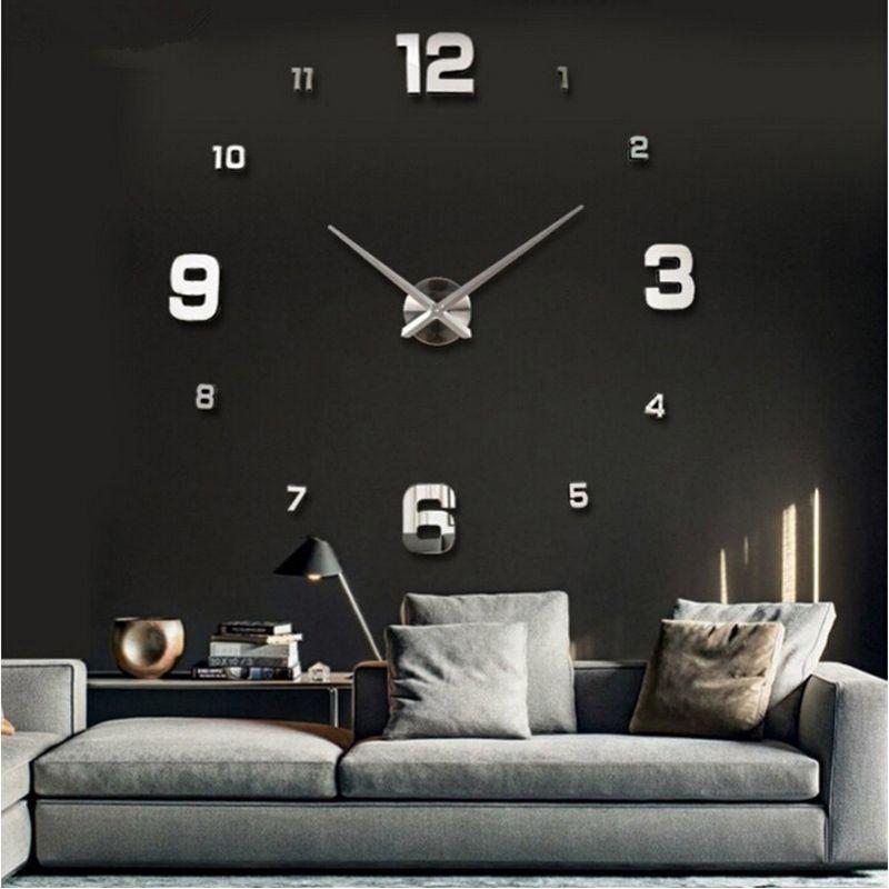 Reloj de pared clásico con espejo