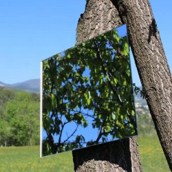 Quadratischer Spiegel zu hängen