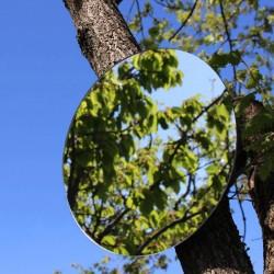 Hängen Sie einen runden Spiegel