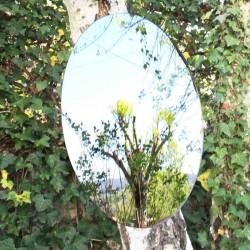 Hängen Sie einen oval Spiegel