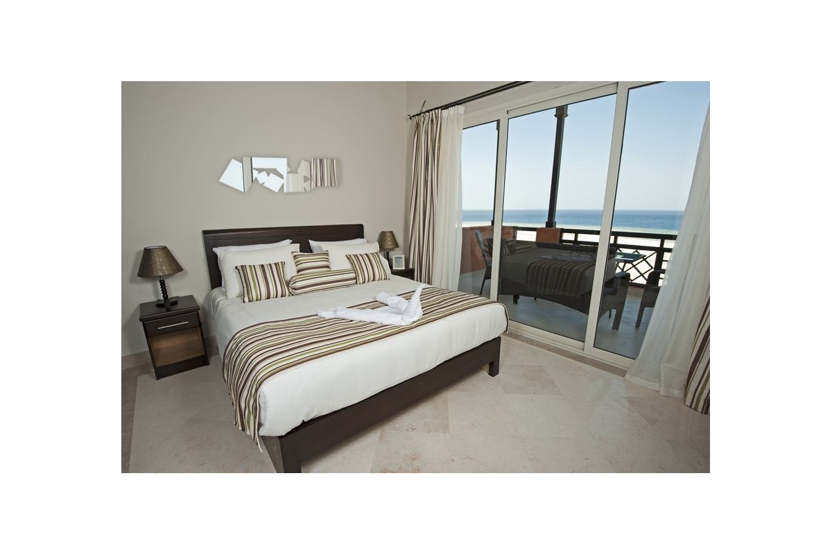 multiple mirror elongated square design tendance miroir. Black Bedroom Furniture Sets. Home Design Ideas